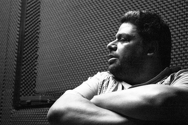 José Gandour periodista musical, director de Zona Girante . Fotografía Gina Navarro