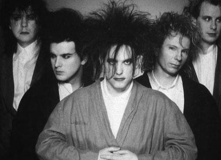 The Cure en los años 80. Fotografía tomada de www.popgunchaos.com