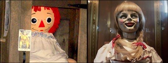 Al la izquierda la verdadera muñeca Anabelle a la derecha la versión de la película. imagen tomada de historiasbastardasextraordinarias.blogspot.com.