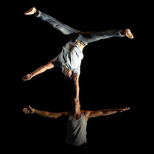 Foto tomada del Facebook de Compañia Dos Mundos Al-arte Circo.